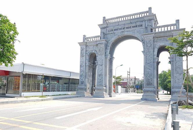 Cận cảnh cổng làng 11 tỷ ở Ninh Bình - 1