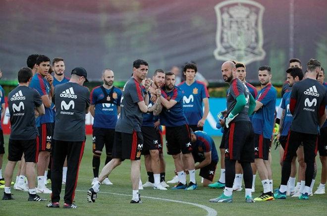 Huyền thoại Real làm HLV Tây Ban Nha: Mơ như Zidane, phe Barca dễ ra rìa - 1