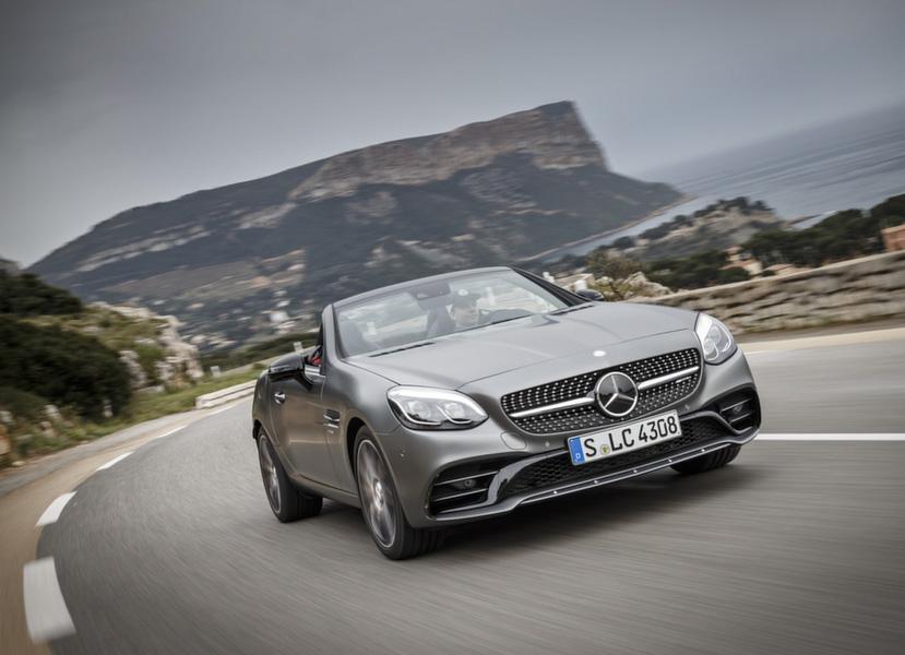 Không khai tử như tin đồn, Mercedes-Benz sẽ nâng cấp dòng xe mui trần SLC - 1