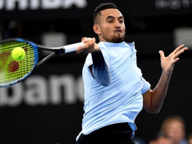 Cú đánh tennis quá dị: Đối thủ vừa tức vừa phục