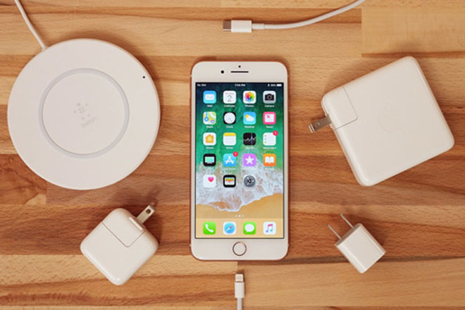 Tin vui cho người dùng dành dụm tiền chờ đợi iPhone 2018 - 1