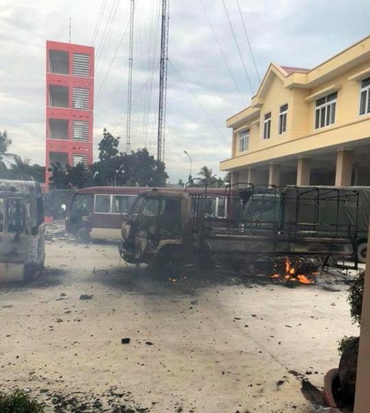 Nóng 24h qua: Bình Thuận tiếp tục xử lý các đối tượng đập phá trụ sở tỉnh - 1