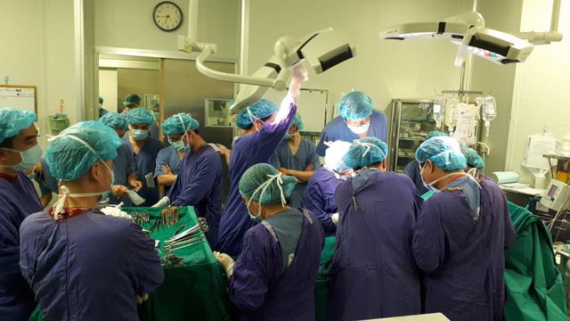 Phía sau hành trình tái sinh trái tim của chàng trai chết não vì TNGT - 1