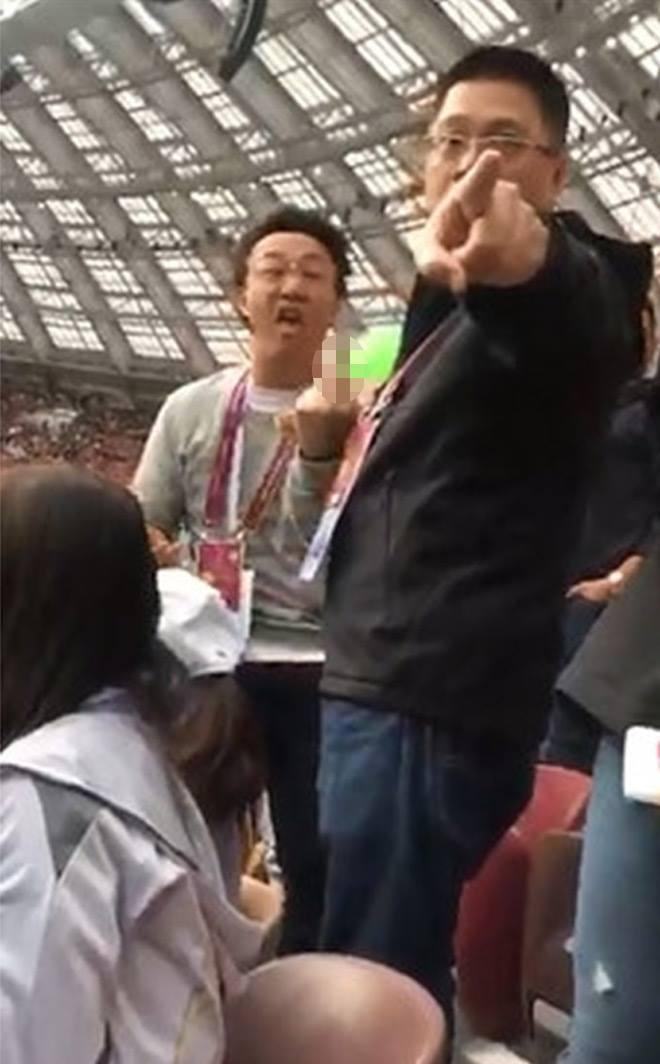 """Ông hoàng âm nhạc Trung Quốc giơ """"ngón tay thối"""", chửi bới ở World Cup 2018 - 1"""