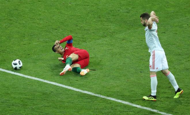 """Ronaldo """"hóa thánh"""" cứu Bồ Đào Nha: Oai phong lẫm liệt, lu mờ """"Quái thú"""" Costa - 1"""
