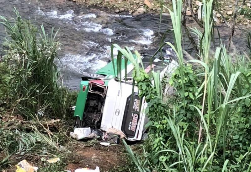 Xe khách lao vực đèo Lò Xo, 3 người chết, 19 người bị thương - 1