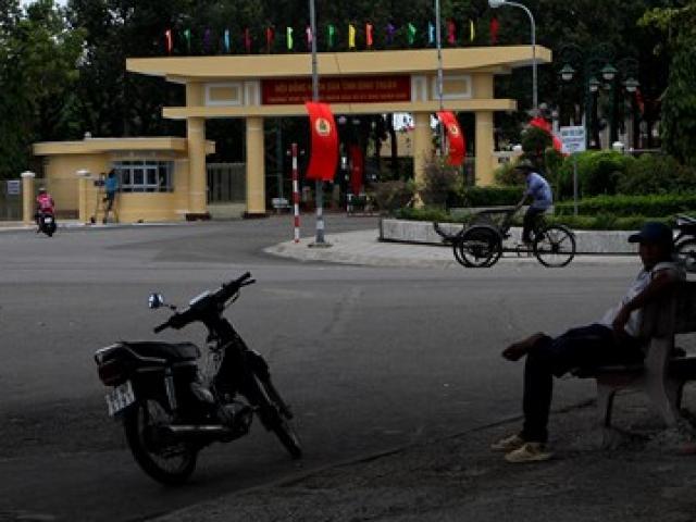"""Vụ gây rối ở Bình Thuận: """"Thấy tội mấy anh công an, bị ném mà cứ đứng đỡ"""""""
