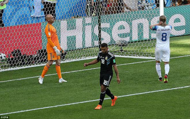 Messi đá dở hại Argentina: Đạo diễn, nha sĩ hóa người hùng World Cup - 1