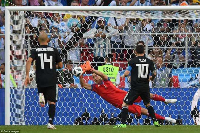 Siêu sao World Cup: Messi thảm họa thế nào so với Ronaldo? - 1