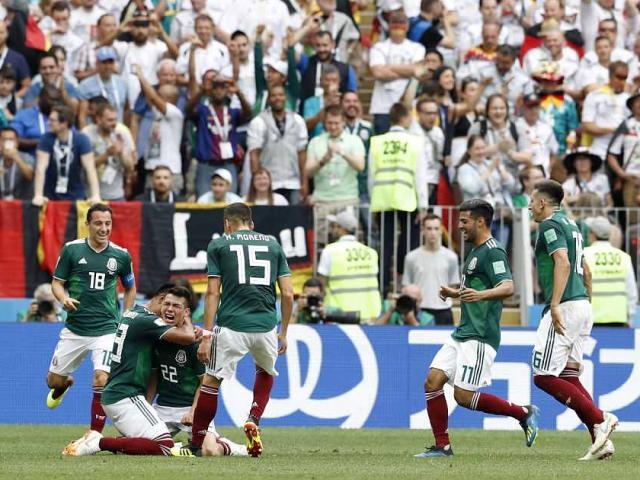 ĐT Mexico: Từ rúng động thác loạn với 30 chân dài đến thắng sốc Đức