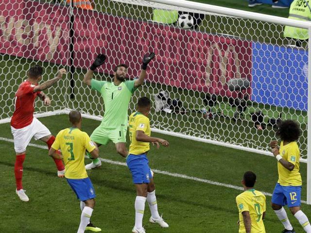 Góc chiến thuật Brazil – Thụy Sĩ: Neymar vô hại, tìm sự sống từ bóng chết