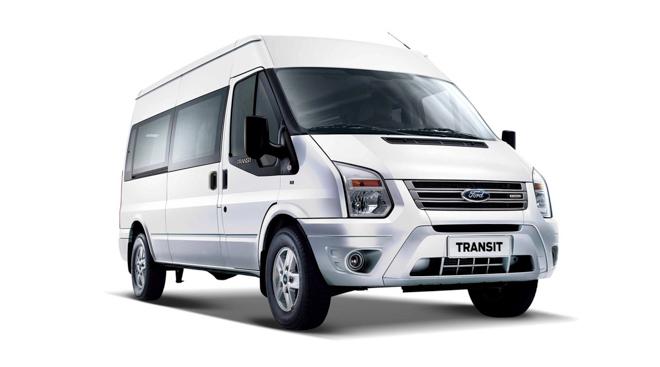 """So sánh Ford Transit và Hyundai Solati: """"Tân binh"""" đấu với """"Vua chở khách"""" - 1"""