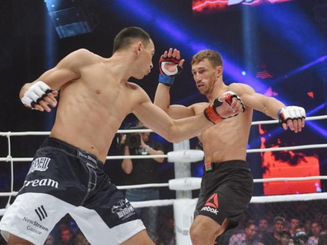 """Đáng sợ MMA: """"Gậy ông đập lưng ông"""", đấm đối thủ gãy tay chính mình"""