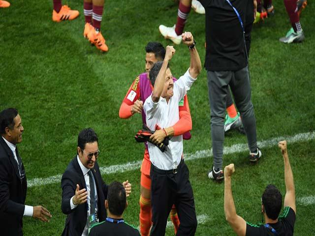 """Hạ gục """"xe tăng"""" Đức cực sốc, Mexico ăn mừng như vô địch World Cup"""