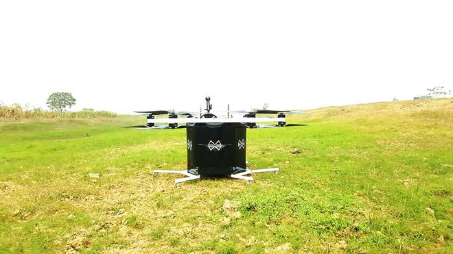 Xem kỹ sư 8X lái trực thăng tự chế bay lượn trên bầu trời - 1