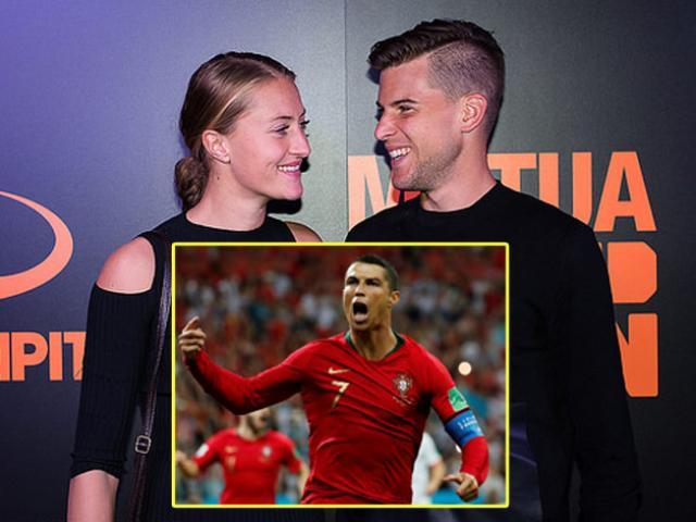"""Ronaldo rực sáng World Cup: Mỹ nhân mê mẩn, """"phản bội"""" siêu sao tennis"""