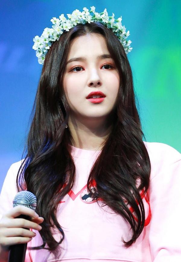 """""""Bông hồng lai"""" nhan sắc khuynh đảo lại bị chê khi hát cổ vũ đội Hàn Quốc - 1"""