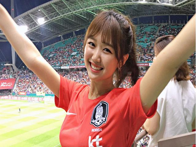 Ấn tượng World Cup 19/6: CĐV nữ Hàn Quốc xinh ngây ngất, đàn ông đổ gục
