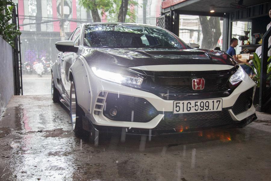 Ngắm Honda Civic độ phong cách Type R và dàn âm thanh khủng tại TP. HCM - 1