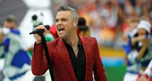 """Ca sĩ """"ngón tay thối"""" tại khai mạc World Cup lên tiếng thanh minh - 1"""