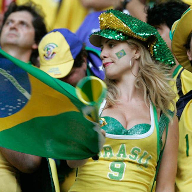 Ống kính phóng viên ảnh tại World Cup luôn để mắt tới các hot girl trên khán đài.