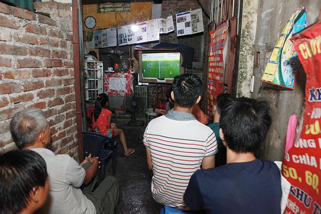 """World Cup sôi động ở xóm trọ của """"lão già khùng"""" giữa lòng Hà Nội - 1"""