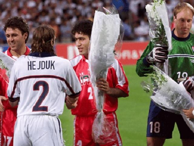 """Trận World Cup kỳ lạ nhất lịch sử giữa hai nước """"không đội trời chung"""""""