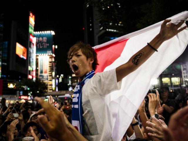 """Nhật Bản chấn động World Cup: Triệu fan bùng nổ, rung chuyển """"xứ Phù Tang"""""""