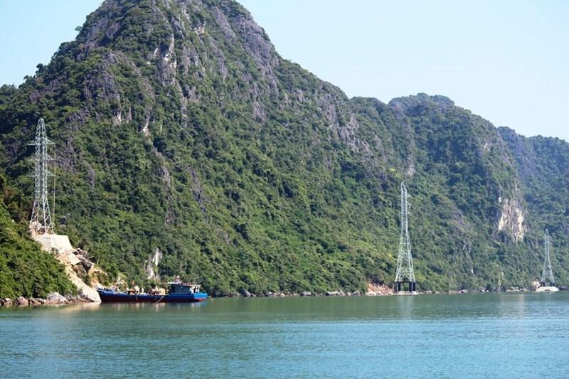 Toàn huyện đảo Cô Tô đang mất điện do sét đánh - 1