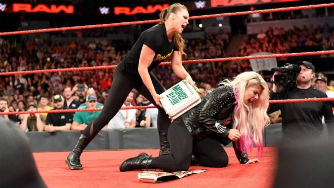 """Đả nữ Rousey đầu gấu hơn cả McGregor : Đánh """"sấp mặt"""" ban tổ chức - 1"""