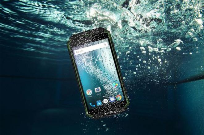 """Điều gì khiến """"nghìn người săn lùng"""" smartphone pin 10.000 mAh giảm 500 ngàn - 1"""