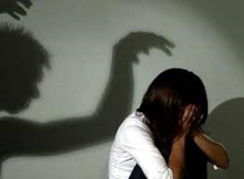 Lén vào nhà hiếp dâm bé gái 11 tuổi đang ngủ một mình - 1