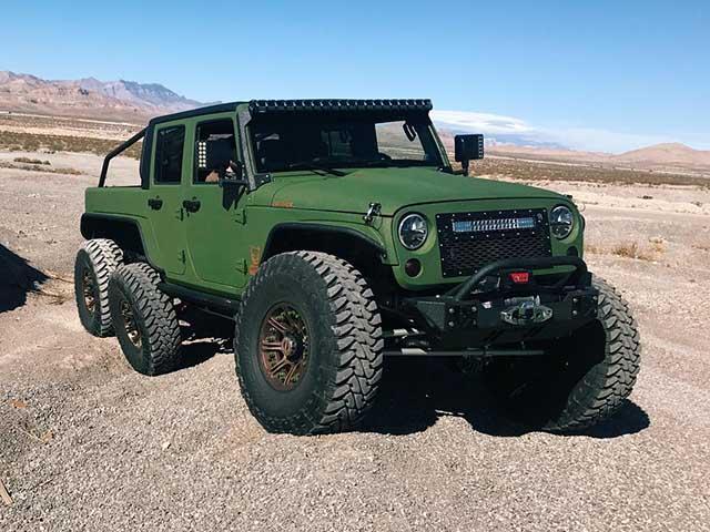 """SUV Jeep Wrangler """"biến hình"""" với bản độ 6 bánh"""