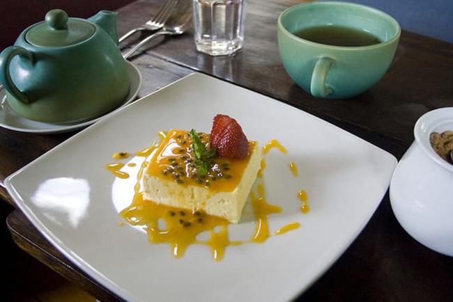 Mousse de Maracujá: Một dạng pudding hoa quả với lớp nước sốt đặc biệt rất thơm ngon.