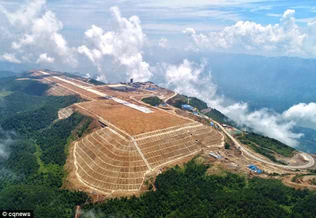 TQ san phẳng đỉnh núi để xây dựng sân bay - 1