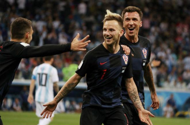 Chuyển nhượng MU: Rakitic khó sống với Messi ở Barca, Mourinho giải cứu - 1