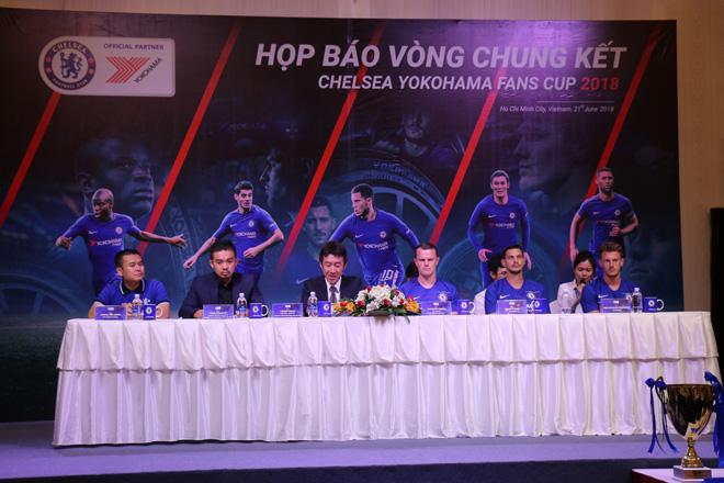 Huấn luyện viên Chelsea bất ngờ xuất hiện tại TP.HCM - 1