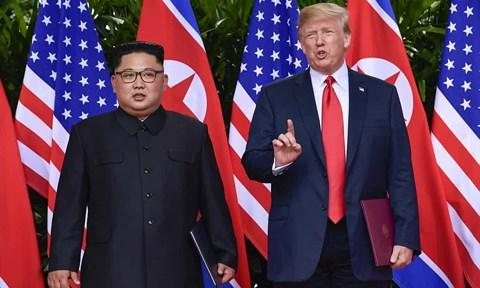 """Bất ngờ gọi Triều Tiên là """"mối đe dọa lớn"""", TT Trump ký lệnh cấm vận thêm 1 năm - 1"""