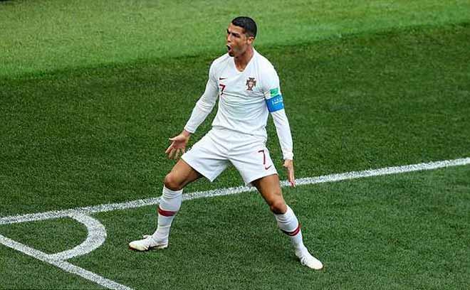 Ghi bàn ầm ầm ở World Cup 2018, Ronaldo vẫn bị chê... 'ăn may' - 1