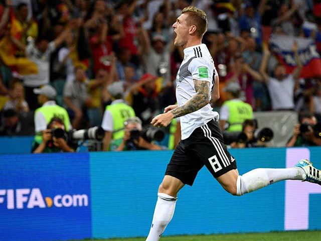 """Ấn tượng World Cup 24/6: SAO tuyển Đức đổ máu vì dính """"thiên tàn cước"""""""