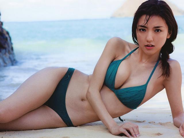 Cô bồ nóng bỏng bị nhầm là diễn viên phim cấp 3 của cầu thủ đội Nhật Bản