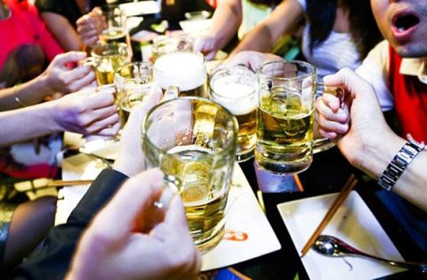 Đề xuất chỉ được bán rượu, bia và đồ uống có cồn từ 6h-22h - 1