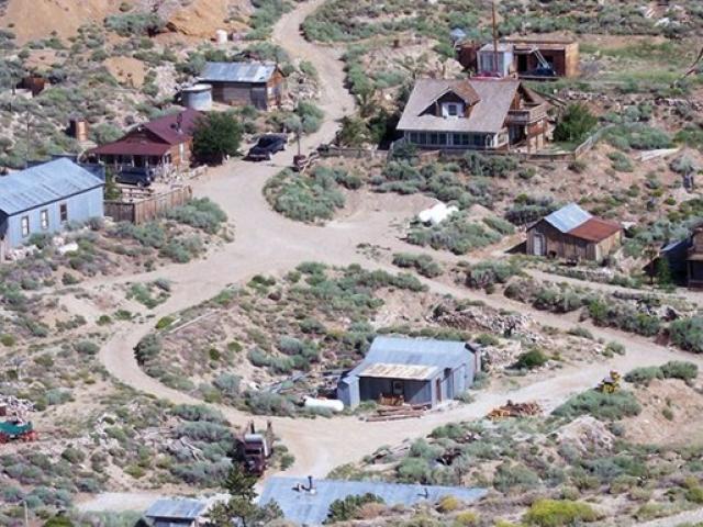 Cảnh hoang vắng ở thị trấn 'ma' được rao bán 21 tỷ đồng