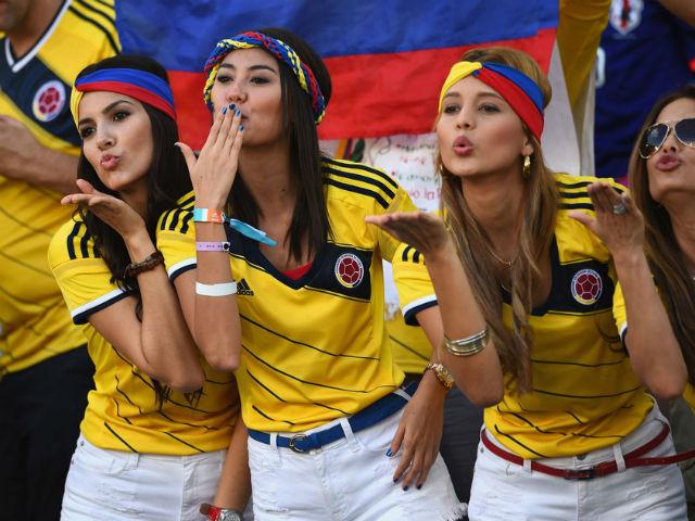"""Ấn tượng World Cup 25/6: Fan Anh mở hội bikini, hot girl Colombia """"đốt"""" khán đài"""