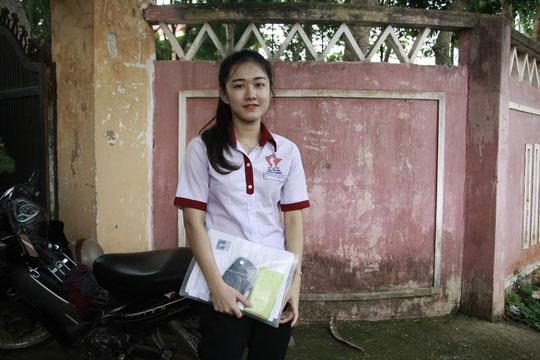 Nữ sinh bị cưa chân thi THPT, nuôi ước mơ vào ĐH Luật - 1