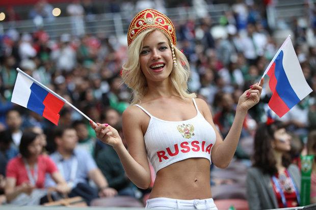 Bị tố là sao phim khiêu dâm, CĐV nóng bỏng nhất World Cup bác bỏ - 1