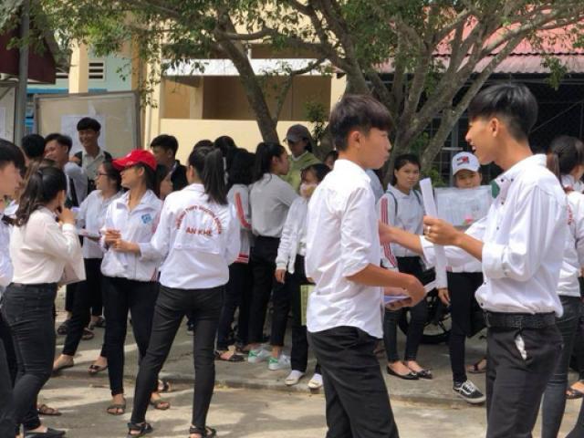 Nhiều cán bộ xã U50 đi thi THPT lần thứ 7, 8