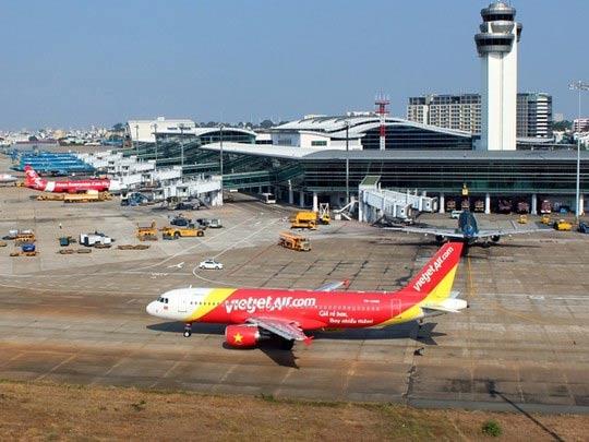 Máy bay đi TP.HCM phải hạ cánh ở Đà Nẵng vì hành khách khó thở - 1