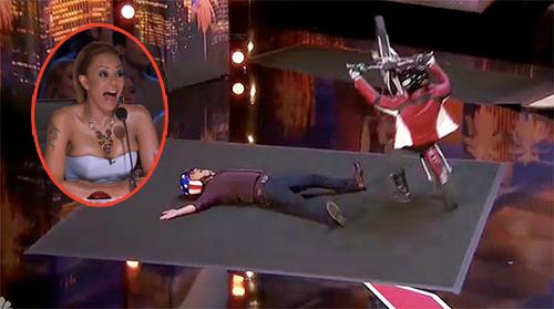Thí sinh America's Got Talent phi mô tô trên sân khấu khiến giám khảo khiếp vía - 1