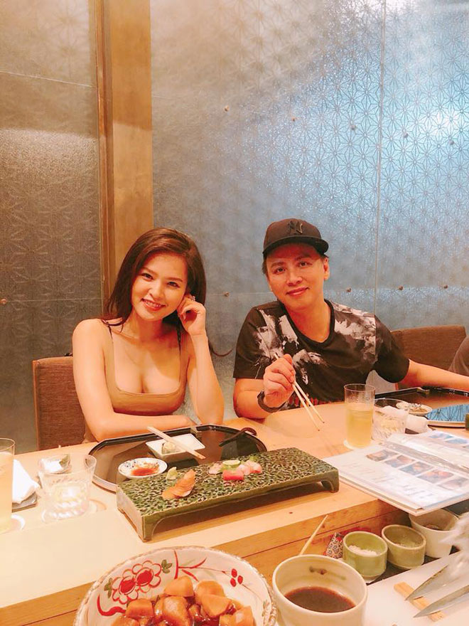"""""""Thánh nữ"""" Phi Huyền Trang, Hương Tràm hở bạo khi đi ăn hàng - 1"""